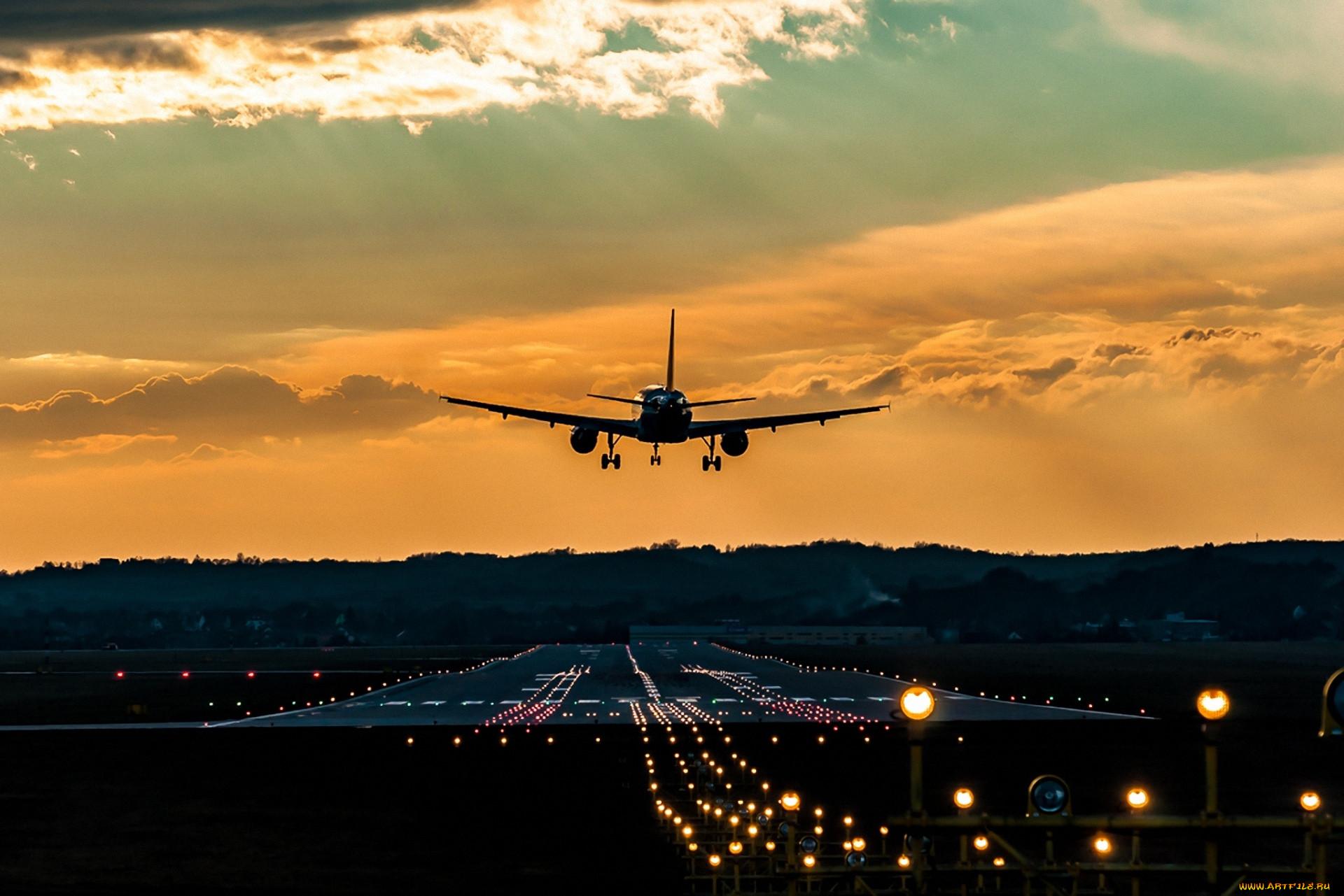 Улетающий самолет фото